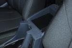 D-MAX                前排中央扶手箱空间