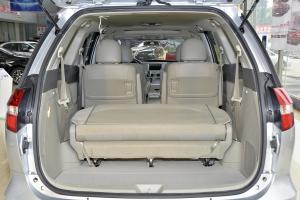 比亚迪M6                行李箱空间