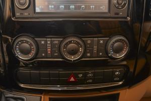 进口奔驰斯宾特 中控台空调控制键