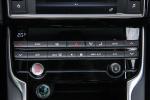 捷豹XE中控台空调控制键图片