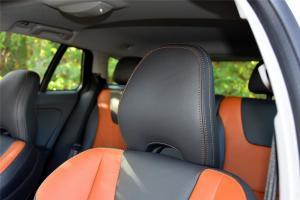 沃尔沃V60 Cross Country驾驶员头枕图片
