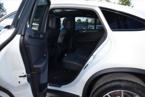 奔驰GLE级AMG运动SUV(进口)后排空间图片
