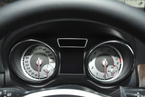 奔驰GLA级仪表盘背光显示图片