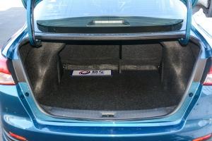 蓝鸟行李箱空间