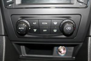 北汽绅宝D50 中控台空调控制键
