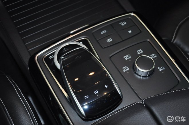 GLE级运动SUV 内饰-黑色