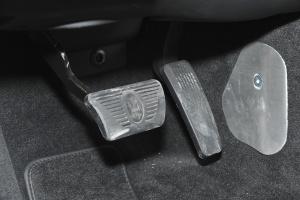 Quattroporte脚踏板