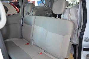 日产NV200后排座椅图片