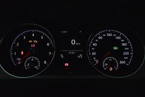 进口大众高尔夫旅行轿车 仪表盘背光显示
