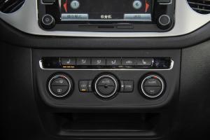 途观中控台空调控制键
