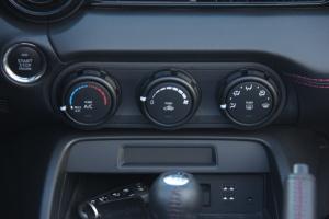 进口马自达MX-5 中控台空调控制键