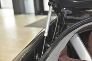 阿斯顿·马丁V8 Vantage 行李厢支撑杆