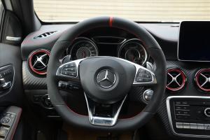 奔驰A级AMG方向盘图片
