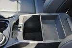 进口格越               前排中央扶手箱空间