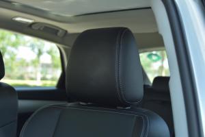 众泰SR7驾驶员头枕图片