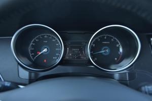 众泰SR7仪表盘背光显示图片