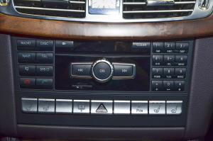 巴博斯CLS级中控台音响控制键图片