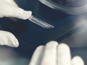 宝马7系(进口)08. 手工镶嵌方向盘BMW Individual徽章图片