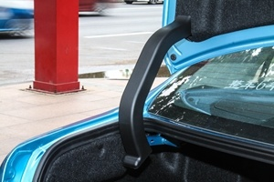 比亚�q�秦EV300 行李厢支撑杆