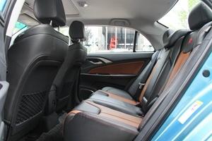 比亚迪秦EV300 后排空间