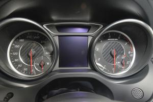 AMG A级仪表盘图片