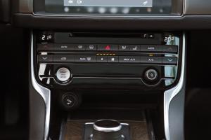 捷豹XFL                中控台空调控制键