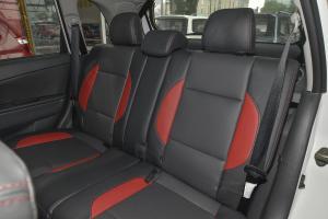 利亚纳A6两厢后排座椅图片