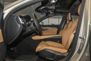 进口沃尔沃S90 前排空间