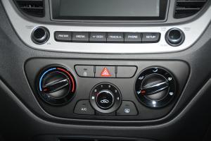 现代悦纳RV 中控台空调控制键