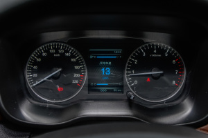 SWM斯威X7 仪表盘背光显示
