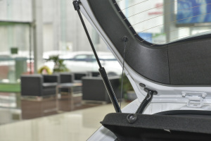 吉利帝豪RS 行李厢支撑杆