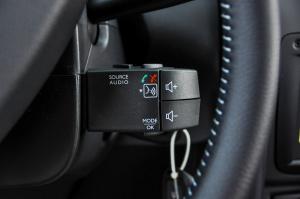 Duster方向盘调节键图片