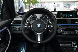 宝马3系GT方向盘图片