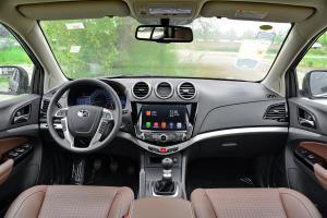 比亚迪S7完整内饰(中间位置)图片