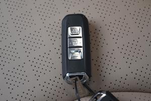 7302017款 1.5T 手动 尊享型 外观糖果白 内饰黑色/米色