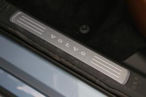 S902017款 2.0T T5 智尊版 外观贻贝蓝金属漆 内饰黑色/棕色