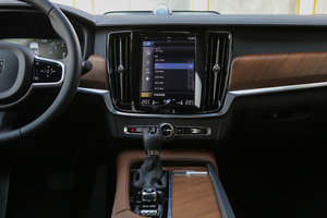 沃尔沃S90中控台整体图片