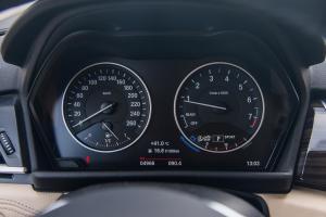 宝马2系旅行车仪表盘图片