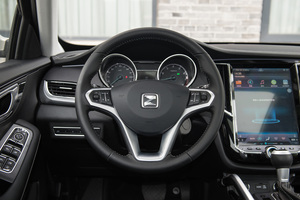众泰SR7方向盘图片