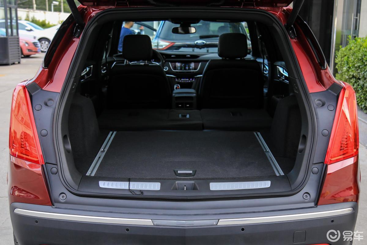 【凯迪拉克xt52018款28e 四驱 领先版侧前45度车头-.