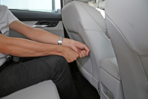 汉腾X5后排腿部空间体验图片