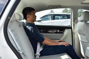 景逸S50 EV后排空间体验