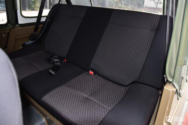 BJ 212BJ 212后排座椅