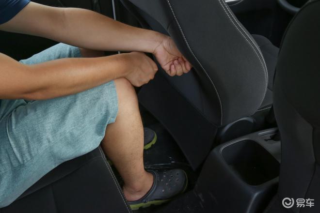 欧诺S欧诺S后排腿部空间体验