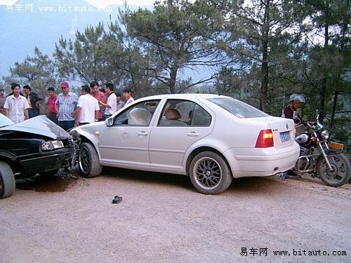 【桑塔纳玩命撞宝来 南北大众大PK!图片】-易车网BitAuto.com