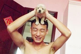 宠物当家之当猛男举起萌狗