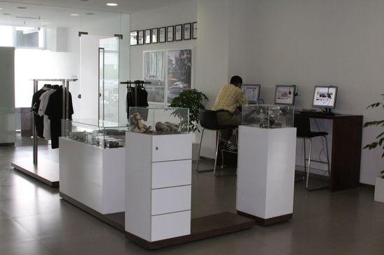 比较高档次的售后接待室,展厅外和展厅内客户都可直接进入,非常方便.