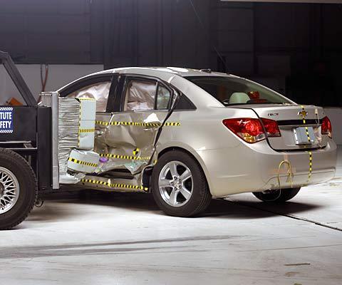 美国IIHS碰撞测试 科鲁兹获得最高安全高清图片