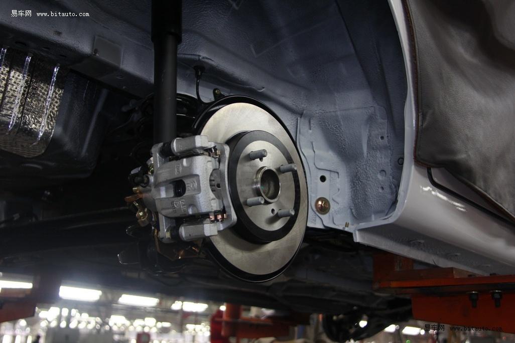 【后刹车采用了碟刹的结构,这比一般的鼓刹散热更好】