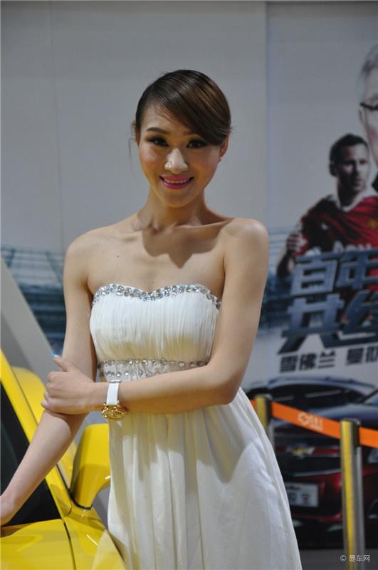 2013西宁春季国际车展现场 美女车模图片